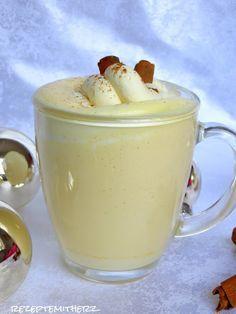 Eggnog, ein amerikanischer Eierlikör, ist ein typischer Weihnachtscocktail und gehört in den USA zum Fest einfach dazu.   Er ist cremig und...