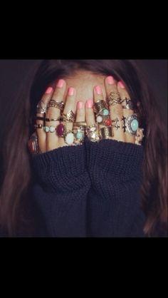 I need more rings, this looks cool Hippie Style, Boho Hippie, Bohemian Hair, Modern Hippie, Look Fashion, Fashion Beauty, Girl Fashion, Gypsy Fashion, Fashion Details