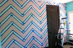 Step-by-Step Tutorial on How to Paint a Chevron Wall - #chevron #walldecor #DIY