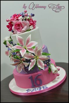 EDITOR'S CHOICE (10/19/2013) Sweet 16 Cake by Just a simple Cake by Mommy Sue View details here: http://cakesdecor.com/cakes/91721