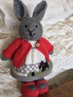 Mesmerizing Crochet an Amigurumi Rabbit Ideas. Lovely Crochet an Amigurumi Rabbit Ideas. Knitted Doll Patterns, Animal Knitting Patterns, Crochet Doll Pattern, Knitted Dolls, Knit Or Crochet, Crochet Dolls, Knitted Bunnies, Knitted Teddy Bear, Knitted Animals