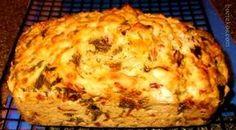 CHAKALAKA BROODJIE – (kan ook muffins maak) 500 ml koekmeel 10 ml bakpoeier sout & peper na smaak 4 eiers Chakalaka (matige geur / sterker geur indien verkies) 125 ml Cheddar kaas ge… South African Dishes, South African Recipes, Tea Time Snacks, Gordon Ramsay, Braai Recipes, Cooking Recipes, Food Network, Kos, Tasty Meal