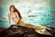 I like her top idea Mermaid Bra, Mermaid Cove, Mermaid Tails, Fantasy Mermaids, Real Mermaids, Mermaids And Mermen, Mermaid Photo Shoot, Mermaid Pictures, Mermaid Under The Sea