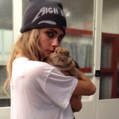 #CaraDelevingne  I love Cara's pics with  animals.