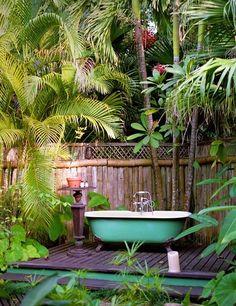 Outdoor Bathroom Design Ideas with Nature - Ideaz Home Outdoor Bathtub, Outdoor Bathrooms, Outdoor Rooms, Outdoor Gardens, Outdoor Living, Outdoor Decor, Outdoor Showers, Interior Tropical, Garden Shower
