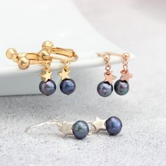 Pearl drop earrings with silver, rose gold or gold stars. In pink, white or peacock pearls and fish hooks studs or clipon for non pierced ears Jewellery Earrings, Chain Earrings, Pearl Drop Earrings, Statement Earrings, Beaded Bracelets, Necklaces, Star Jewelry, Jewelry Sets, Gold Stars
