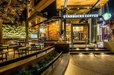 A Starbucks acaba de expandir sua marca no universo Disney. Inaugurou ontem sua 1ª loja no Downtown Disney, localizado dentro do Disneyland Resort, em Anaheim, na Califórnia. Mas, ao contrário do que você pode imaginar, a rede de cafeterias nao se inspirou em um mundo de fantasia na hora de planejar o estabelecimento. O FastCo.Design …