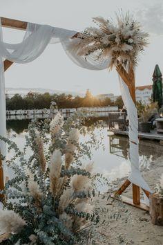 #hochzeitsdeko #pampasgras #eukalyptus #hochzeitsbogen Wedding Arch Greenery, Gypsophila Wedding, Beach Wedding Aisles, Palm Wedding, Greenery Decor, Eucalyptus Wedding, Floral Wedding, Dream Wedding, Diy Aisle Decorations