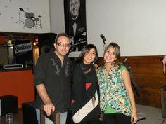 Acústico en Sinatra Resto Bar junto a Gastón Zuazo y Gimena Peralta.