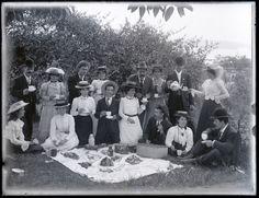Sharing Phillip's picnic group, Toronto, NSW, 18 September 1901 at Living Histories