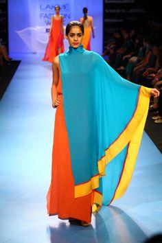 Runway and haute couture fashion images. African Fashion, Indian Fashion, Boho Fashion, Girl Fashion, Fashion Show, Fashion Dresses, Fashion Design, Wendell Rodricks, India Fashion Week