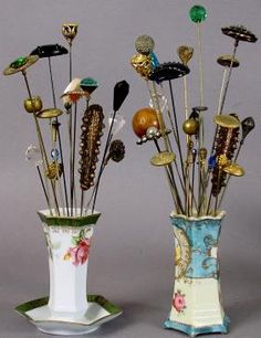 411: VINTAGE HAT PINS AND PORCELAIN HAT PIN HOLDERS : Lot 411