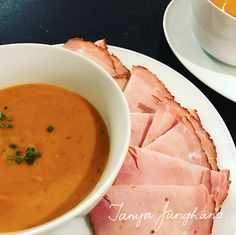 Tanya's Food Experience: Butternut and Red Bell Pepper Soup.