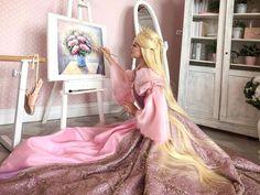 😱💖💖 Via: Trisha Layons Cosplay Barbie Costume, Cosplay Costumes, Barbie Dolls, Rapunzel Cosplay, Barbie Drawing, Princess And The Pauper, Princess Rapunzel, Princess Barbie, Barbie Movies