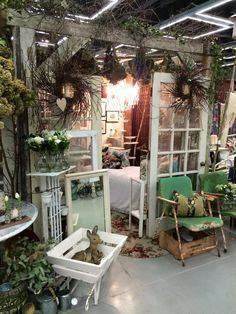JOHNBobcooljunk Antique Booth Displays, Antique Booth Ideas, Vendor Displays, Craft Booth Displays, Booth Decor, Shop Displays, Display Ideas, Farmhouse Style, Farmhouse Decor