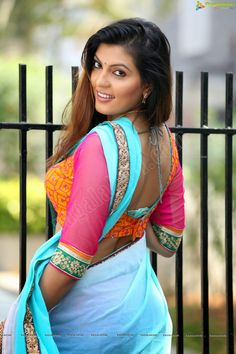 models with hair in saree Beautiful Girl Indian, Most Beautiful Indian Actress, Beautiful Saree, Beautiful Women, Beautiful Clothes, Beauty Full Girl, Beauty Women, Indiana, South Indian Actress Hot