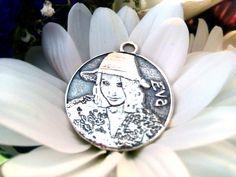 d6de212248fd Medalla en plata personalizada. Diseño artesanal y exclusivo diseñado en 3D  y acabado manual.