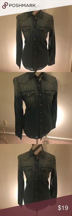 American Eagle Denim Snap Button Shirt. Size Small Denim button-up shirt from American Eagle. Buttons snap in the front. Vintage fit, Size Small. American Eagle Outfitters Tops Button Down Shirts