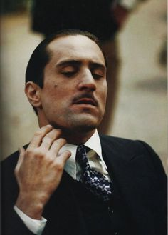 Here practicing Marlon Brando's mannerisms on the set The Godfather Part II. Corleone Family, Don Corleone, The Godfather Part Ii, Godfather Movie, Al Pacino, Meryl Streep, Mafia, Greys Anatomy Memes, Back In The 90s