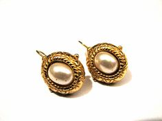 Vintage Chunky Gold Tone and White Faux Pearl Oval by ditbge, $7.25