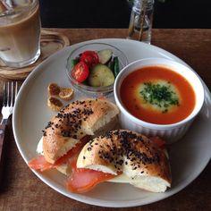朝ごはん。breakfast. cabbege & celery soup in  paprika soup, homemade bagle sandwiches, etc.