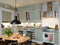 Sanna & Sania: Retrokök - this could work with the current punkborough kitchen 60s Kitchen, Kitchen Dinning, Vintage Kitchen, Home Interior, Kitchen Interior, Kitchen Furniture, Modern Furniture, Furniture Design, Cool Kitchens