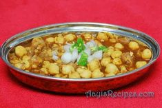 kala-chana Garam Masala, Chana Masala, Kabuli Chana, Chickpea Curry, Green Chilli, Chickpea Recipes, Indian Dishes, Naan, Chickpeas