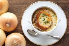 Slow Cooker French Onion Soup--I LOVE this recipe!  #slowcooker #frenchonionsoup