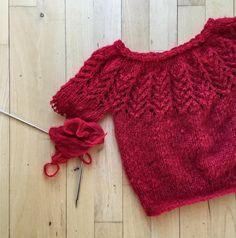«Julesweater til en sød én jeg kender er ved at nærme sig slutningen ❤️ // a christmas jumper for a special one is almost finished ☃ #strik #strikk #knit…»