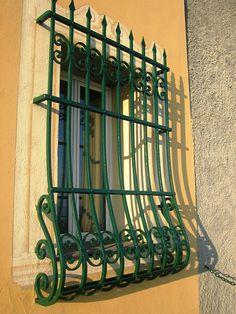 House Window Design, Window Grill Design, Steel Gate Design, Spanish Style Homes, Steel Art, Iron Steel, Iron Art, Plant Design, Wrought Iron