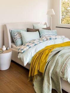 Micasa Schlafzimmer mit Satin-Kissenbezug AVRIL Comforters, Blanket, Satin, Furniture, Home Decor, Home Decoration, Textiles, Pillows, Bedroom