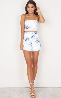 This two piece set is so adorable! The strapless top and cropped fit is so cute.