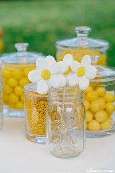 Cute ideas for my friends daisy and yellow themed wedding