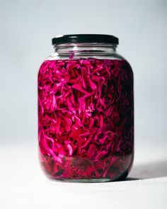 Falafels, Falafel Pita, Chutneys, Purple Cabbage Recipes, Pickled Red Cabbage, Red Cabbage Sauerkraut, Pickled Beets, Quick Pickled Onions, Homemade Pickles
