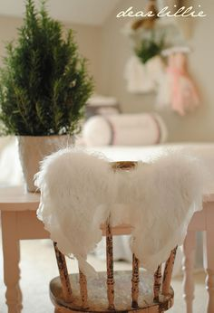 dear lillie... I love everything about this blog! Home decor envy! Her style is so clean and elegant