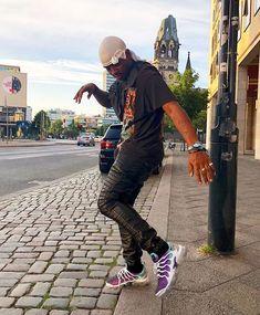 ski mask the slump god 𝘱𝘪𝘯𝘵𝘦𝘳𝘦𝘴𝘵 : 𝘤𝘭𝘰𝘶𝘵𝘴𝘤𝘢𝘳𝘻 ♡ (look at his shoes omg i want Ski Mask, Baby Skiing, Rapper Outfits, Bae, Best Rapper, Masked Man, Lil Pump, Black Men, Celebs