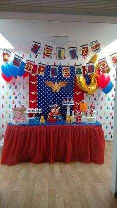 Decoración Mujer Maravilla #pequesplace #fiestasinfantiles Dragon Birthday Parties, Birthday Party Decorations, Party Themes, Party Ideas, Wonder Woman Birthday, Wonder Woman Party, Captain America Birthday, Girl Superhero Party, Dc Super Hero Girls
