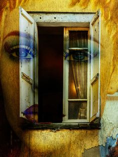 Neu in meiner Galerie bei OhMyPrints: Blue eyes behind the old window