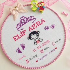 "🎀Etamin & Kanevice & Pano🎀 on Instagram: ""Günaydın. 👶🏻💕Bu hafta minik Elif Azra'nın panosu ile başlayalım. 🧿Teyzesinin isteği doğrultusunda tasarlandı.. . . Sağlıklı, huzurlu,…"" Simple Embroidery Designs, Hand Embroidery Patterns, Baby Knitting Patterns, Embroidery Art, Saree Painting Designs, Baby Shower Deco, Crochet Doll Clothes, Cross Stitch Baby, Modern Cross Stitch Patterns"