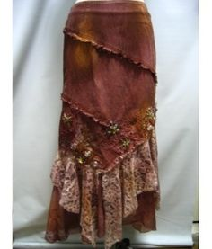 Embellished jean skirt w/ruffled front panel hem Bohemian Gypsy, Gypsy Style, Bohemian Style, Bohemian Skirt, Look Fashion, Diy Fashion, Fashion Outfits, Sewing Clothes, Diy Clothes