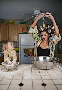 mom and daughter cooking Cooking Photos, Kiss The Cook, Amazing Photography, Photography Ideas, Cooking Together, Kitchen Photos, People Art, Mommy And Me, Baby Fever