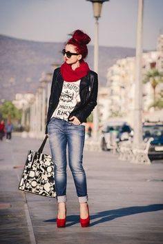 - [ 19 Looks ] - ¿Buscas ideas para saber combinar zapatos rojos? Hay cualquier cantidad de ropa con la que, estamo - Mode Outfits, Casual Outfits, Fashion Outfits, Womens Fashion, Fashion Over, Look Fashion, Autumn Fashion, 50 Fashion, Modest Fashion