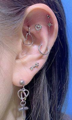 Ear Jewelry, Cute Jewelry, Jewelery, Jewelry Accessories, Pretty Ear Piercings, Different Ear Piercings, Grunge Jewelry, Accesorios Casual, Piercing Tattoo
