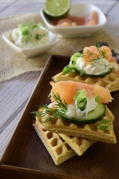 Dinkel-Buchweizenwaffeln mit Räucherlachs für ein tolles, gesundes Sonntagsfrühstück