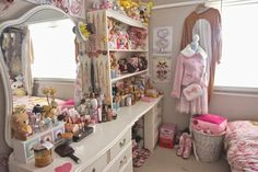 Milkyfawn - A lolita blog.: Welcome to my bedroom!