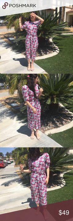 Vintage Floral Dress with pockets  😍 Vintage Floral shoulder pad dress 😍 Dresses Midi