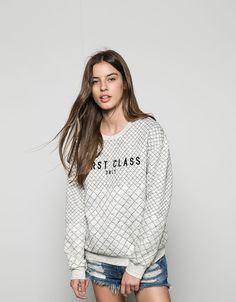 Bershka Portugal - Suéter acolchoada texto bordado