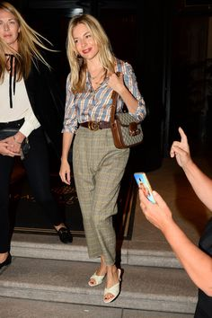 Sienna Miller Casual Style - Out in Milan Sienna Miller latest photos American Film Festival, Sienna Miller Style, Mango, Star Fashion, Tokyo Fashion, Work Fashion, Milan Fashion, Fashion Fashion, Latest Outfits