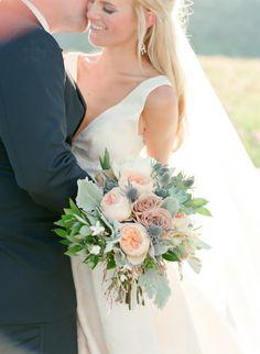 Al Fresco Colorado wedding bouquet: http://www.stylemepretty.com/colorado-weddings/boulder/2015/12/01/elegant-intimate-al-fresco-colorado-wedding/ | Photography: Laura Murray Photography - http://lauramurrayphotography.com/