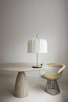 Ein seltener Esstisch aus warmen Travertin, Kalkstein von Designer Peter Draenert. 1972 die Tabelle besteht aus drei Teilen. Kalkstein oben ruht auf einer Basis aus Metall, die montiert auf die Travertin-Basis ist. Der Tisch ist sehr einfach zu Asamble. Höhe: 72 cm Durchmesser: ca. 128 cm #LampEsstisch
